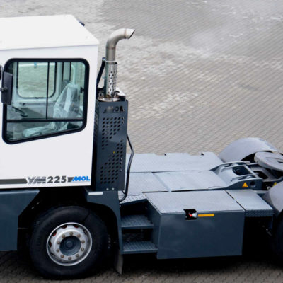 Tracteur portuaire<br>MOL